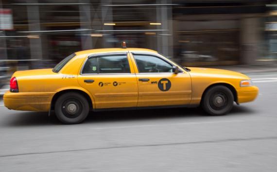 В России чиновников пересадят на такси ради экономии